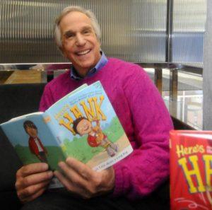 自分の本を読むヘンリー 典拠: nidailynews.com