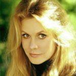 エリザベスモンゴメリー『奥さまは魔女』サマンサの身長やスタイル抜群のミニスカート姿、まだ生きているの?癌で亡くなったお葬式前の最後の晩年写真